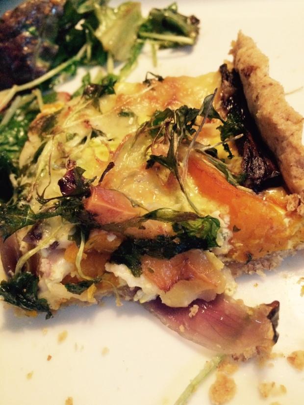 Taart van geroosterde pompoen, rode ui en bladgroente 2